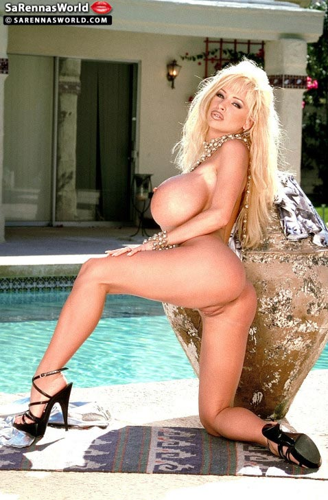 sarenna-lee-sexy-babe-at-the-pool51