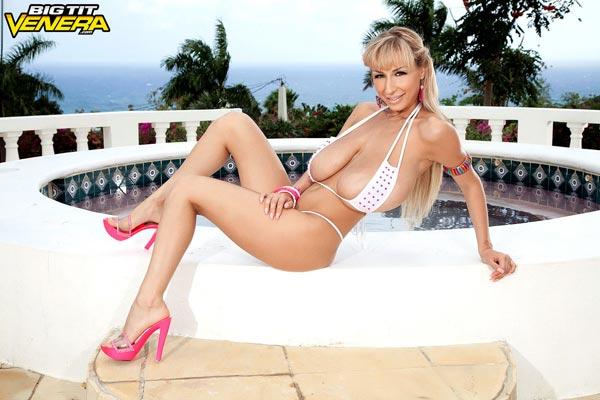 venera-in-white-bikini-on-the-balcony10