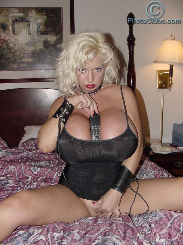 Smoking hot babe SaRenna Lee teasing in bed – The Boobs Blog