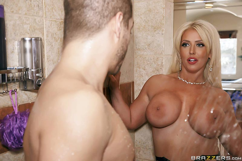 Alura jenson bangs the huge tits of claudia marie 3