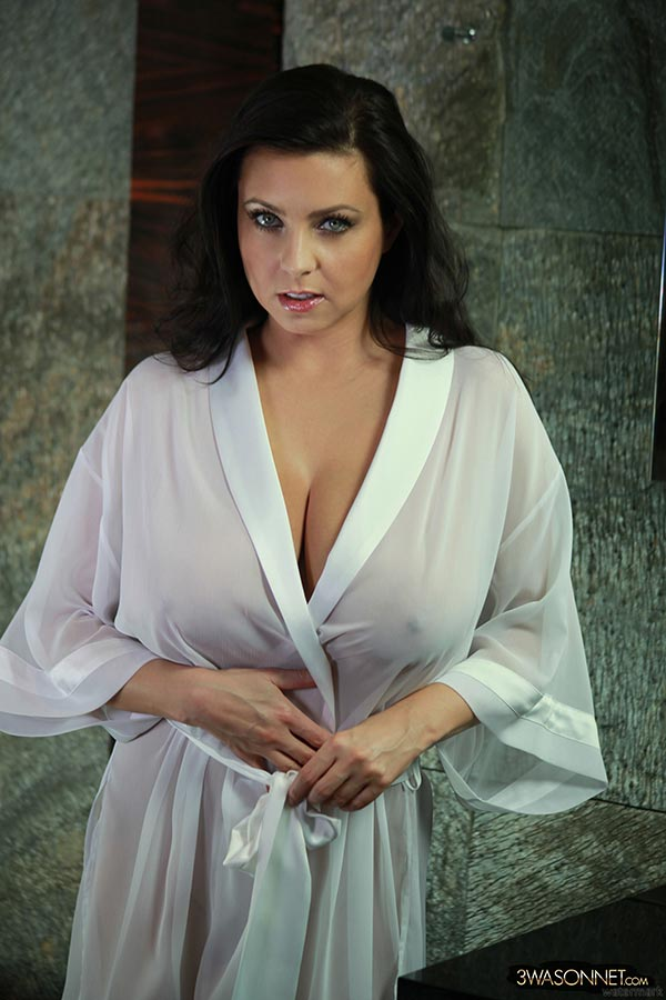 Ewa Sonnet honey covered boobs - The Boobs Blog