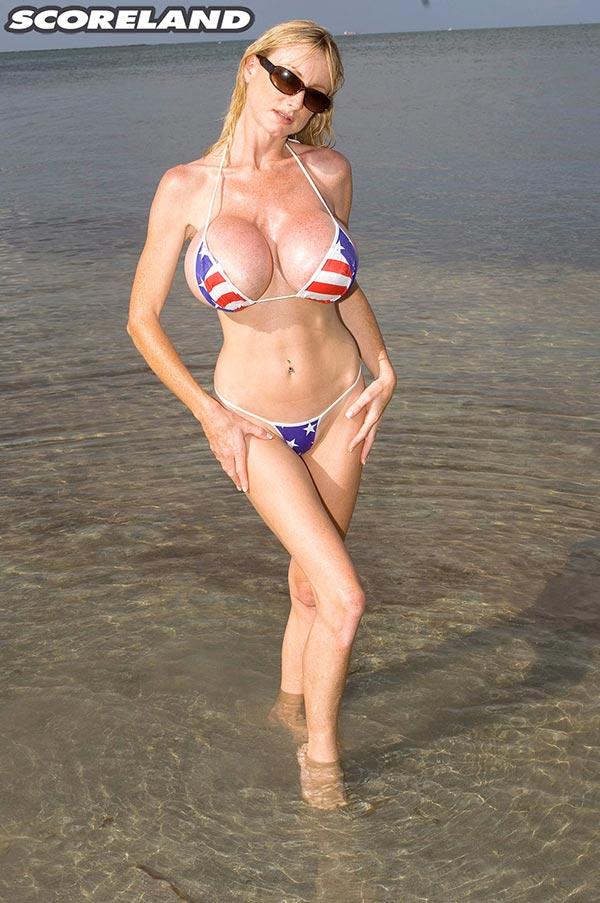 tit big boobs in bikini