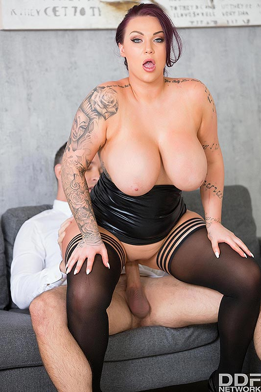 She licks up his cum while people are walking by - 1 part 2
