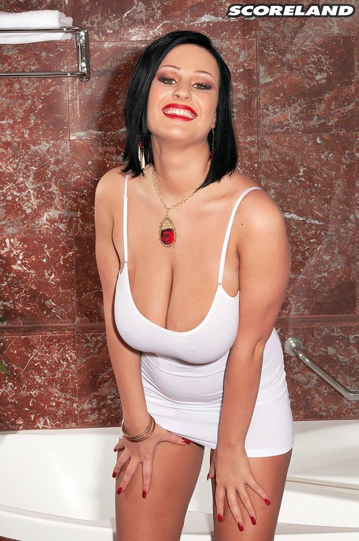 ivy-darmon-porno-videa-sexy-women-big-boobs-beach-topless