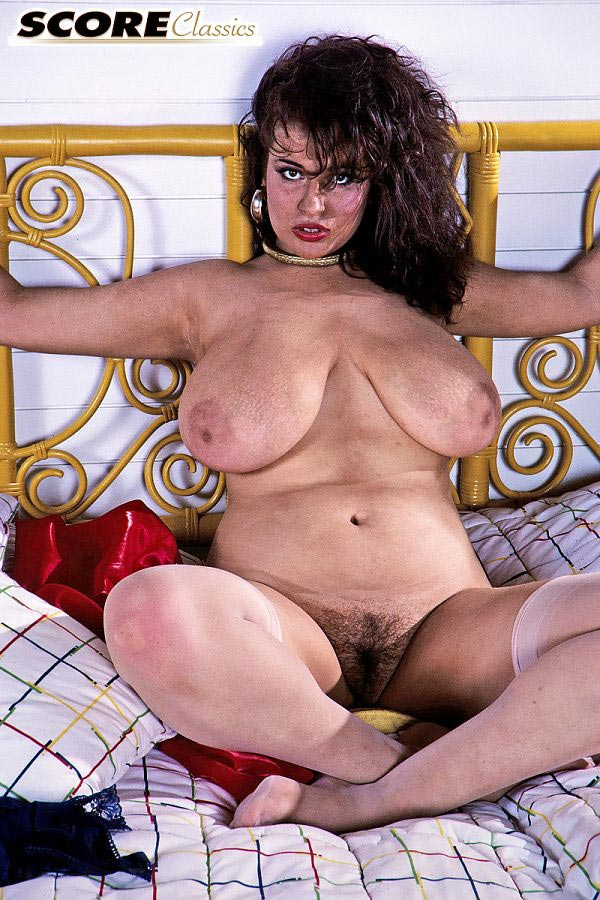 Busty girlfriend in red hotpants retro christmas porn 2006 - 2 1