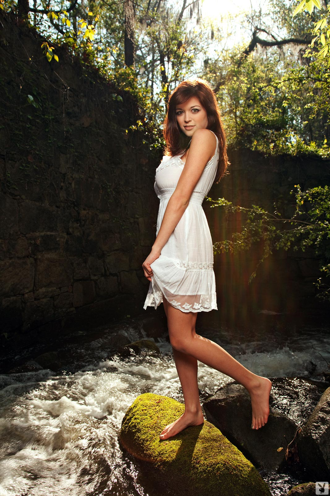 Tessa Fowler posing naked in the river side - The Boobs Blog