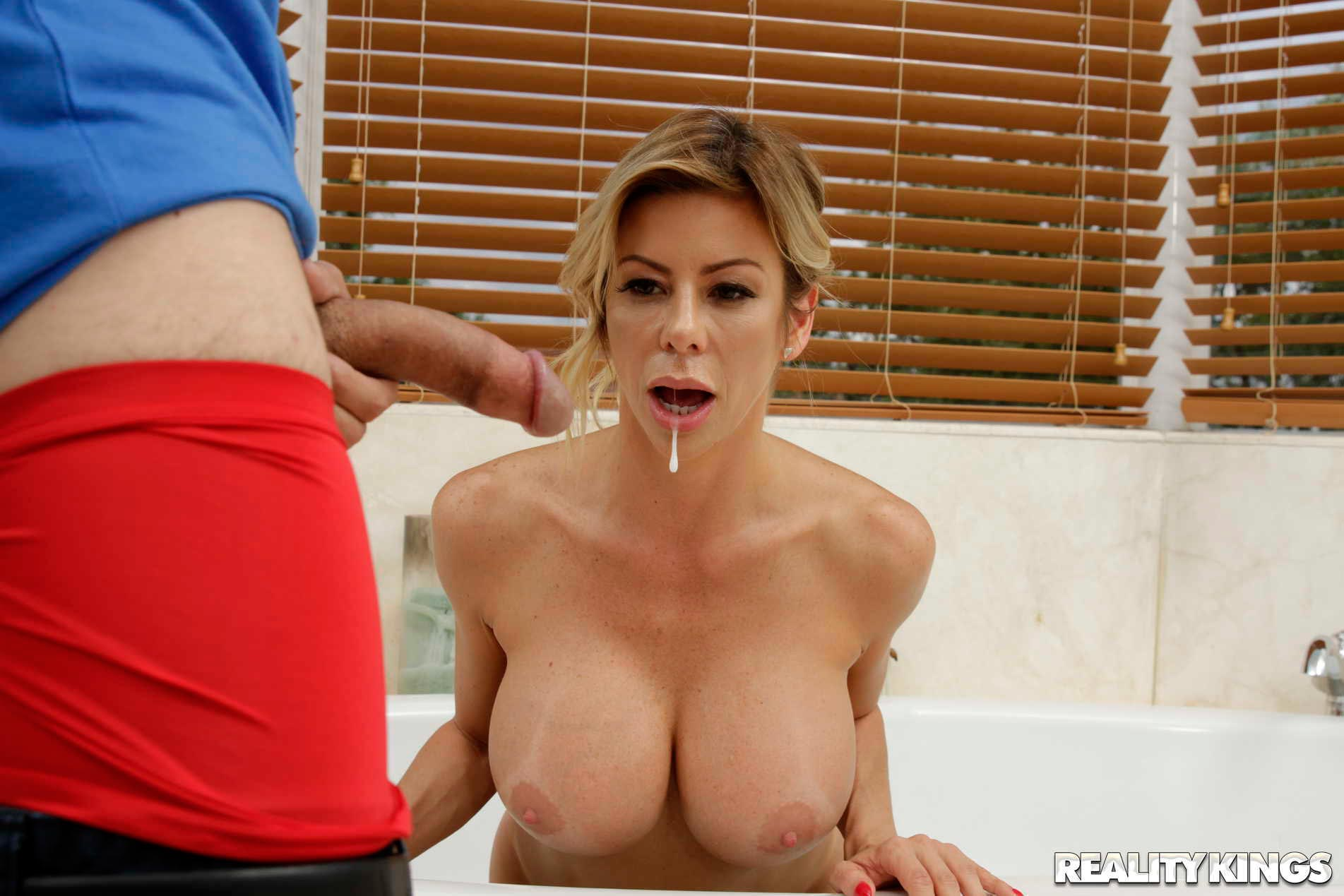 Alexis Fawx Girlfriends Mom