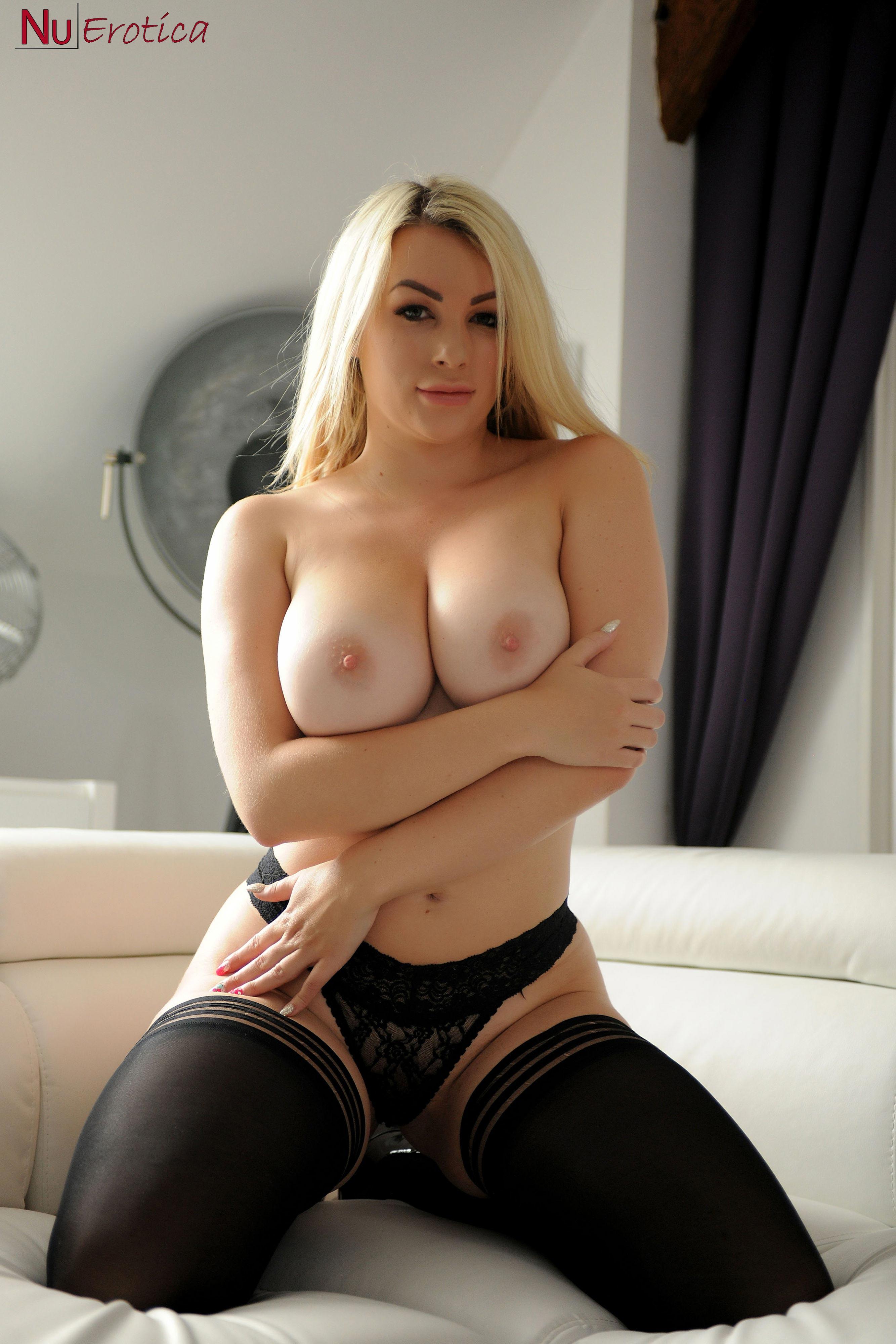 Curvy nude blonde