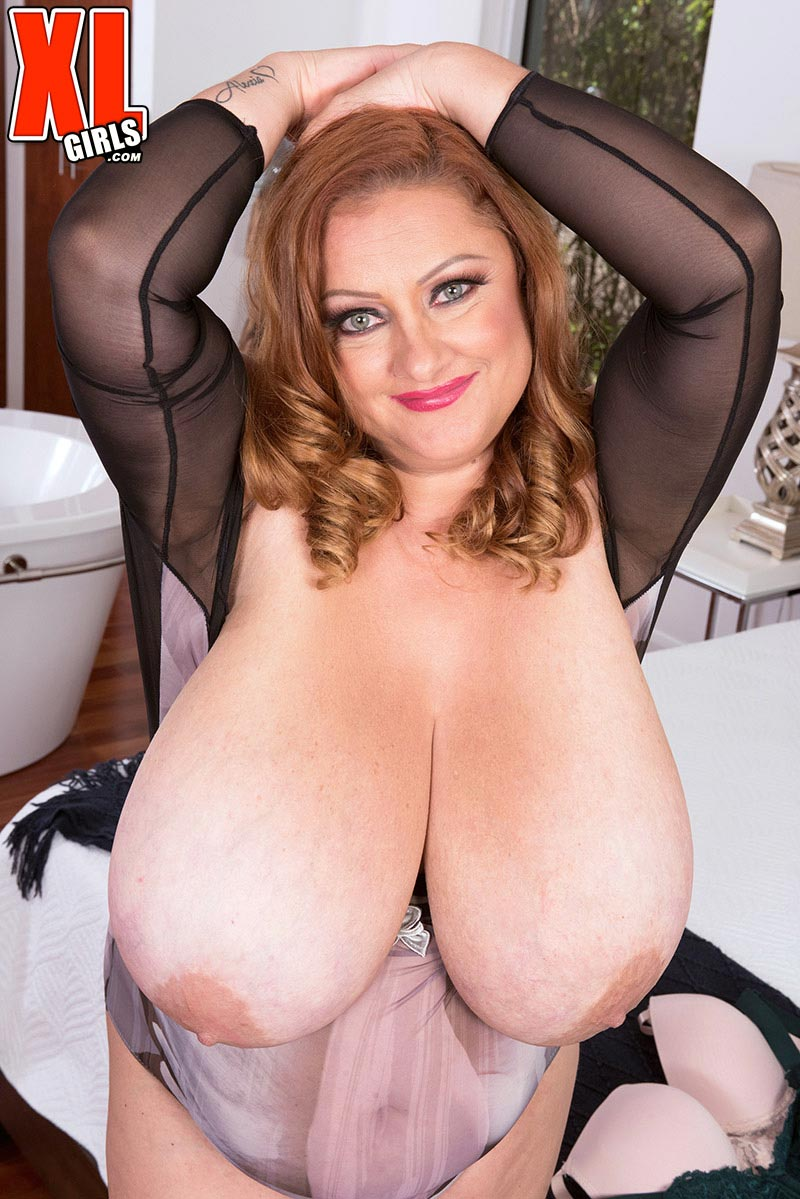Julia jones boobs