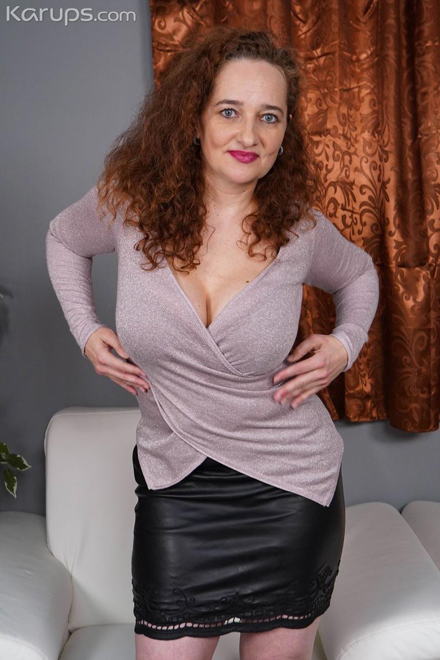 Thick MILF Ameli masturbating at home - Chaturbate News
