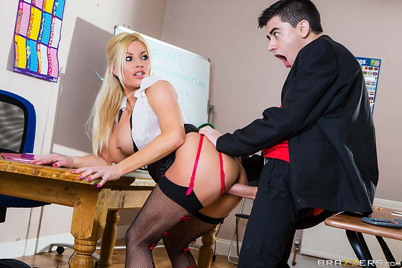 busty-teacher-michelle-thorne-spanglish-lessons04
