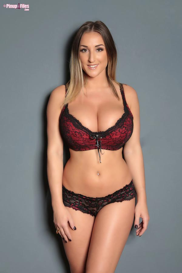 busty-and-natural-babe-stacey-poole-1