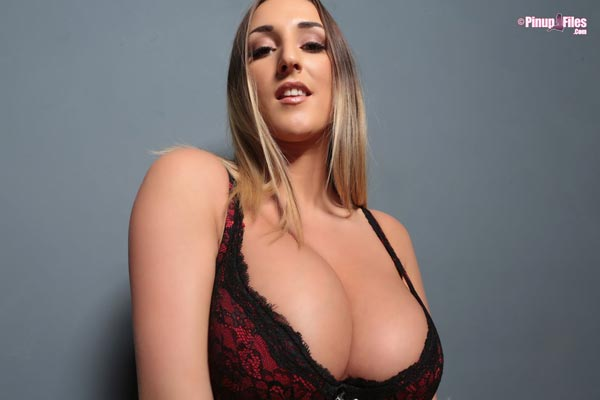 busty-and-natural-babe-stacey-poole-6
