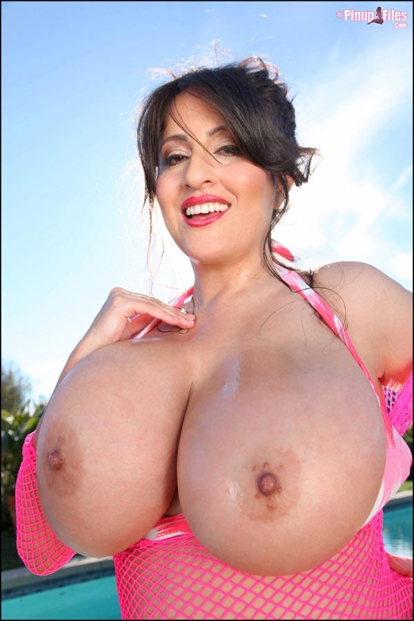 antonella-kahllo-in-bikini-at-the-pool-4c41b6dcb17bb4b3e0a5afc06ad4ac7d