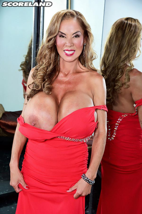 minka-returns-with-this-red-dress07