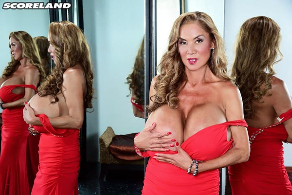 minka-returns-with-this-red-dress08