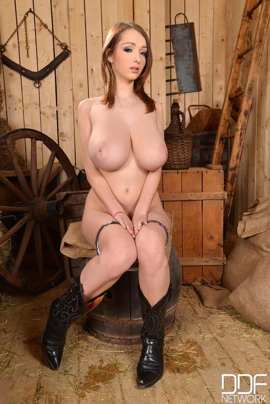 busty-cow-girl-lucie-wilde009