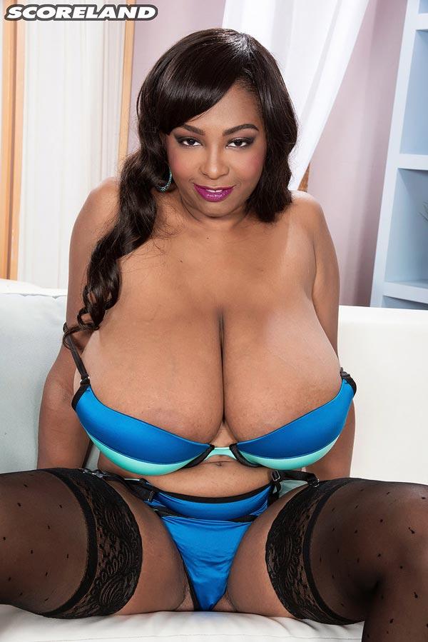 busty-ebony-rachel-raxxx-in-blue-undies06