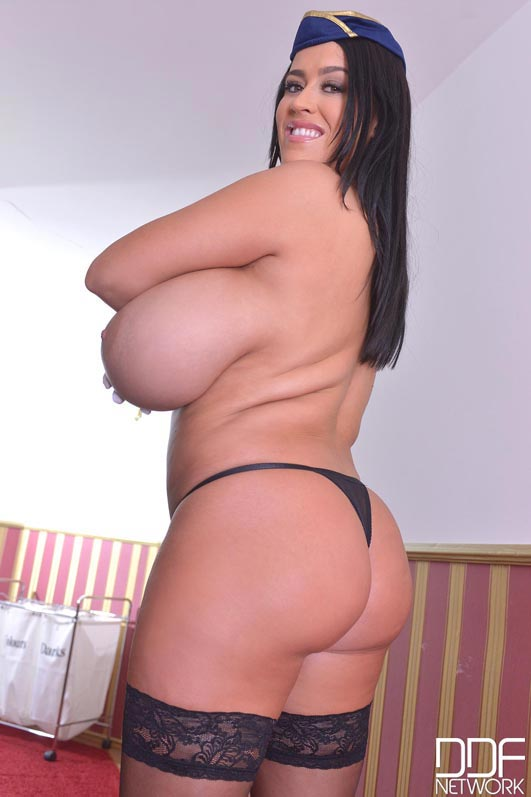 fly-the-busty-skies-with-leanne-crow012