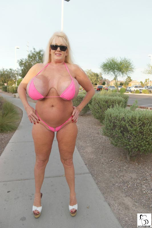 kayla-kleevage-and-claudia-marie-in-pink-thongs1