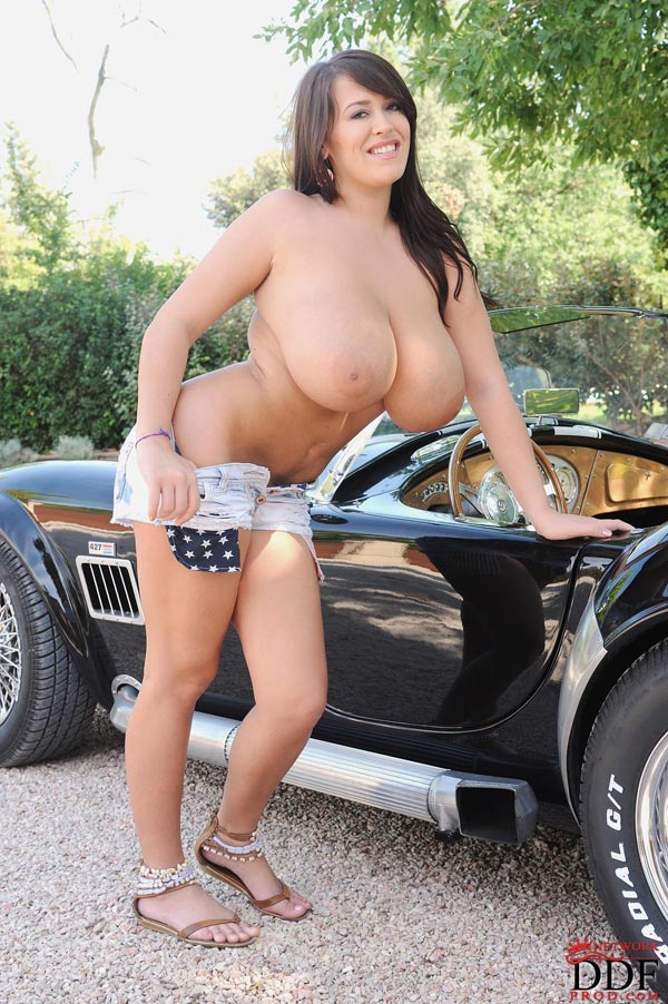 leanne-crow-exposing-her-massive-tits-next-to-a-classic-car_51009102