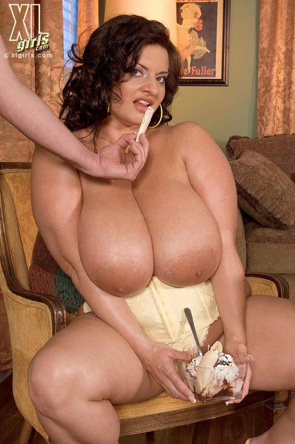 maria-moore-eating-and-fucking08