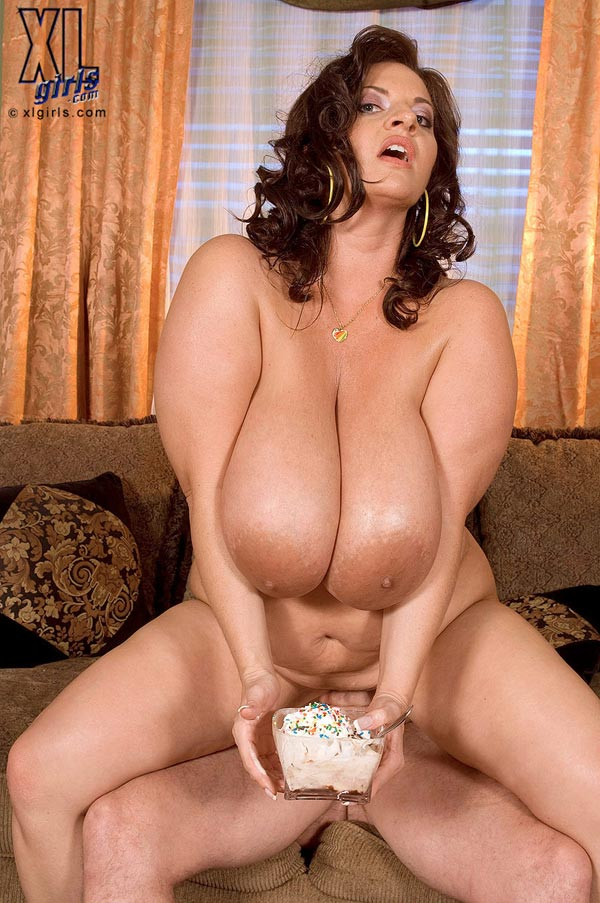 maria-moore-eating-and-fucking11