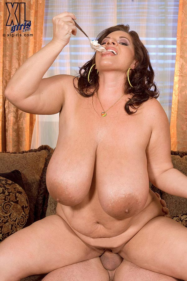 maria-moore-eating-and-fucking12