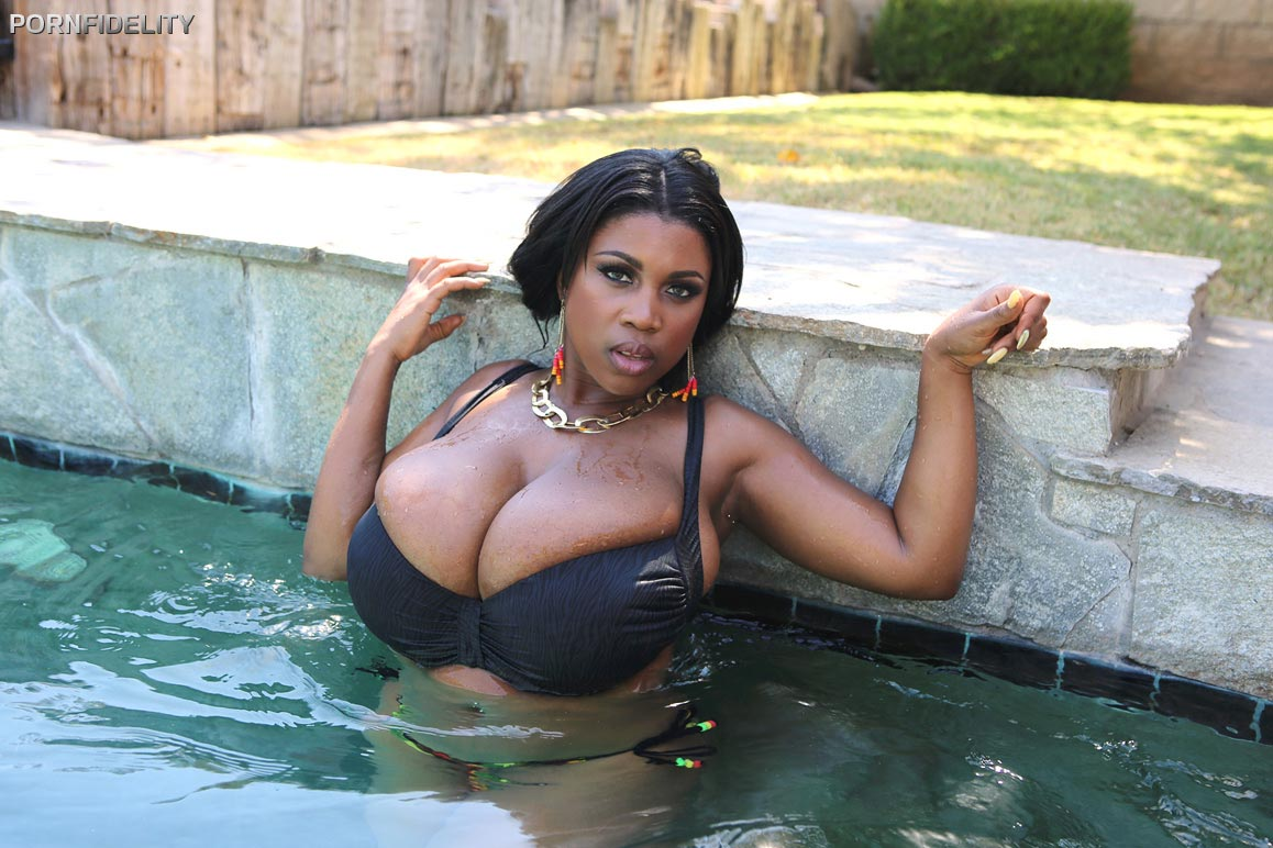 maserati-gets-fucked-after-relaxing-at-the-pool01
