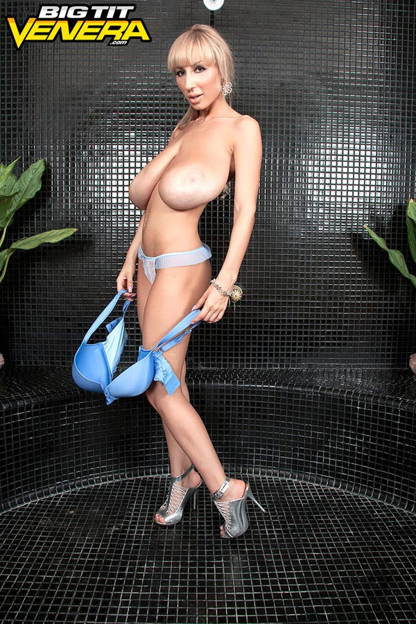 venera-getting-ready-for-the-shower11