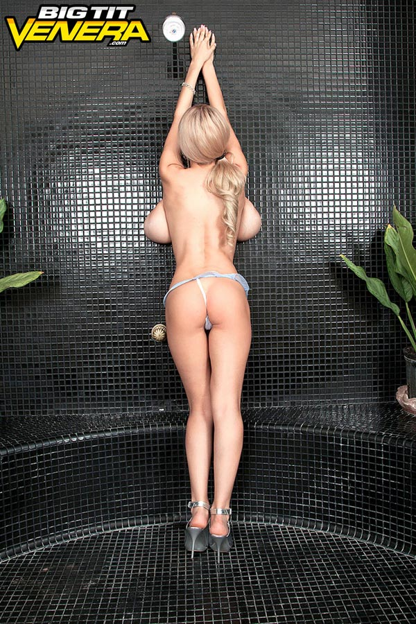 venera-getting-ready-for-the-shower13
