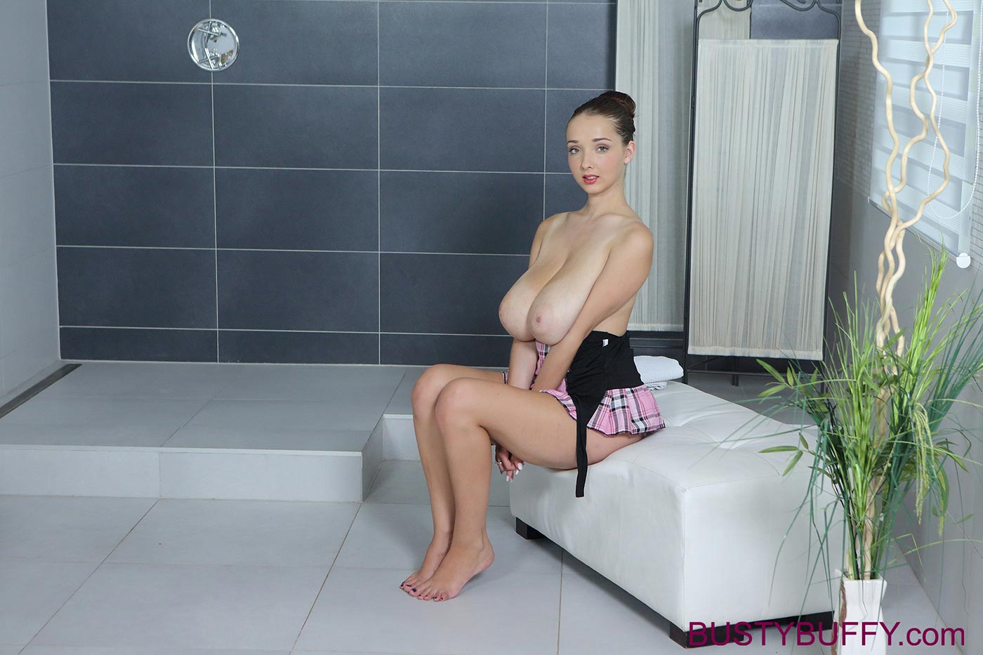 wet-and-oily-busty-buffy-massaging-her-big-naturals03