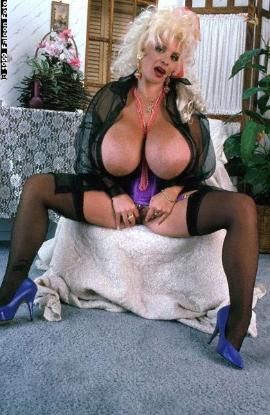 Lulu devine boobs