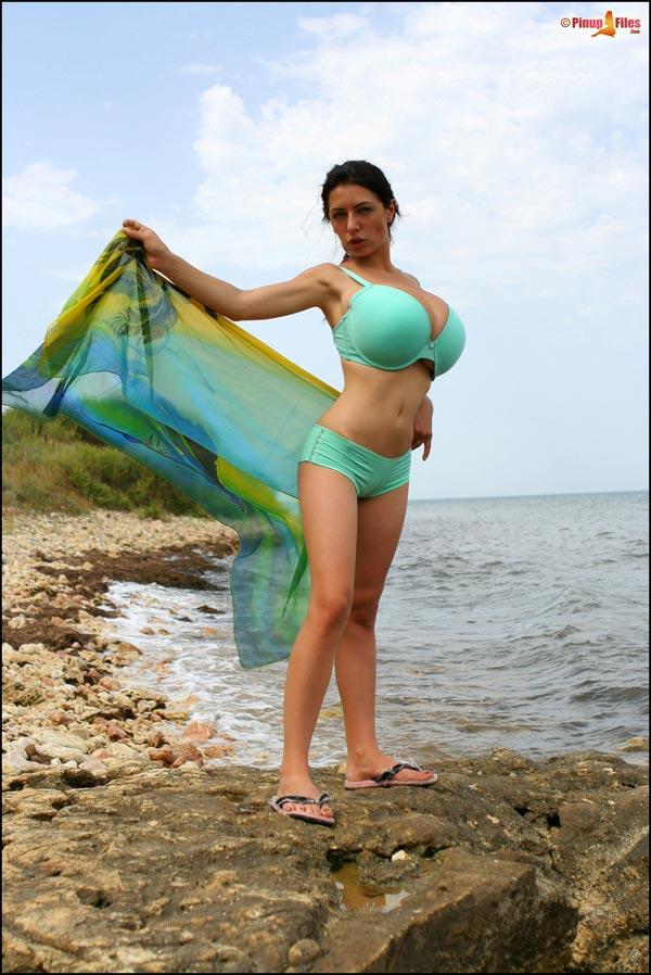 busty merilyn bikini