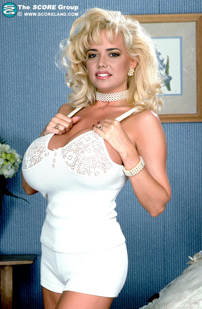Traci Topps white shorts outfit - The Boobs Blog