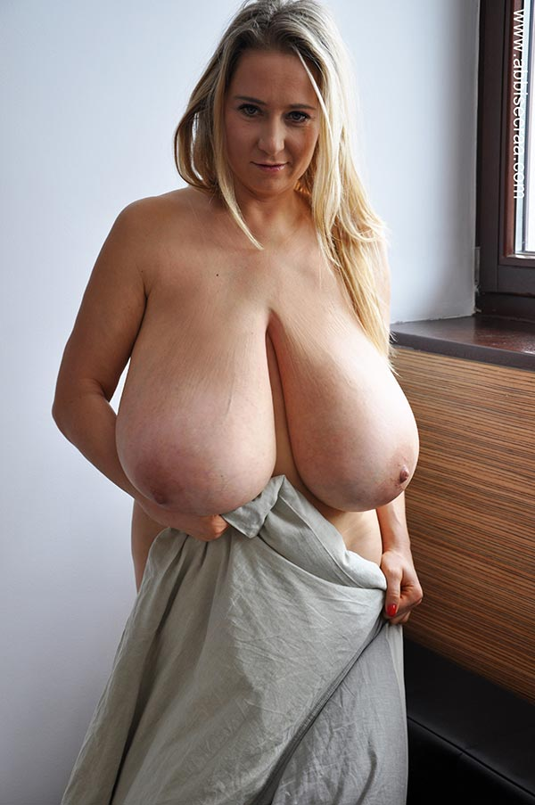 Sexy naked actress rani mukerjee feet
