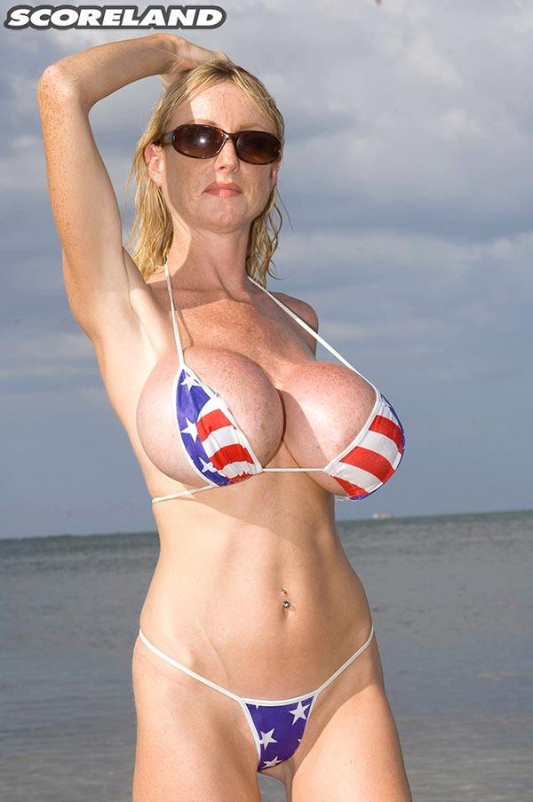 Slim nude brunett women