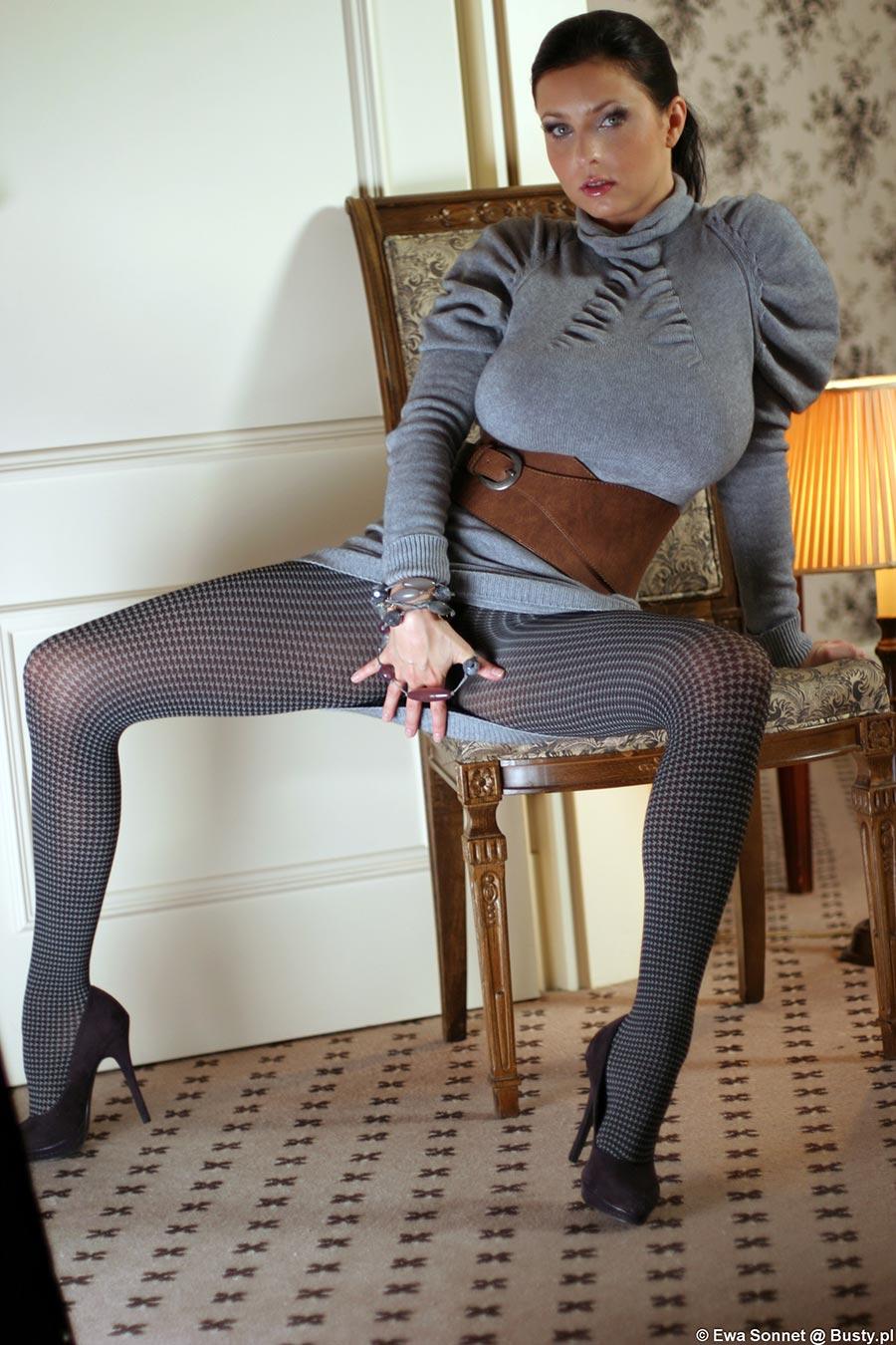 ewa-sonnet-in-tights