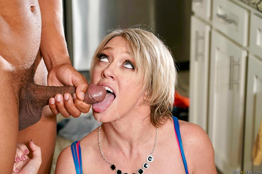 Mom dee williams serves two lucky cocks
