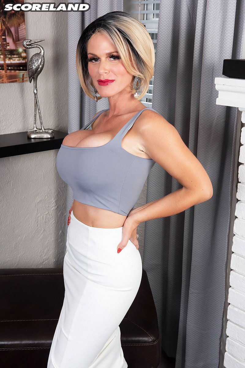 Busty Spreading busty milf casca akashova spreading and rubbing her clit